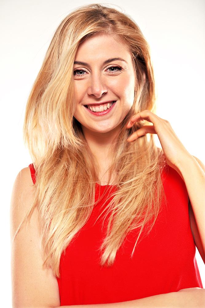 Prix D Une Ferrari >> Laura Laune en concert - Billetterie en ligne - Arachnée Concerts